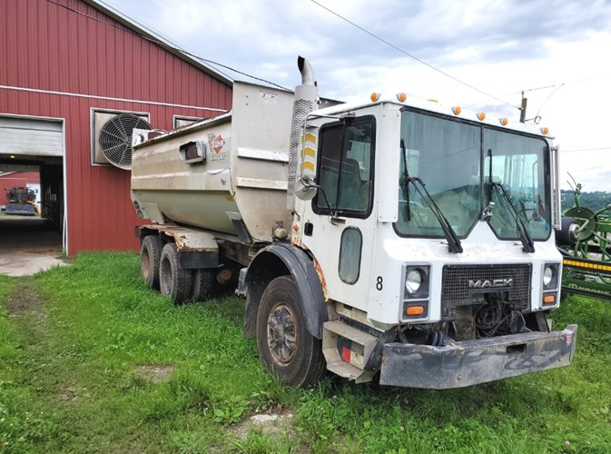 Kuhn Knight RC160 Feed Truck For Sale