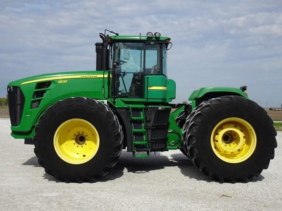 2010 John Deere 9530 Tractor - 4WD For Sale