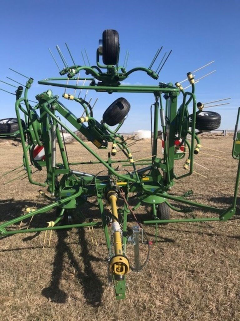 Krone KW-T - Trailed Rotary Tedders 4 and 6 rotors KW 7. Image 2