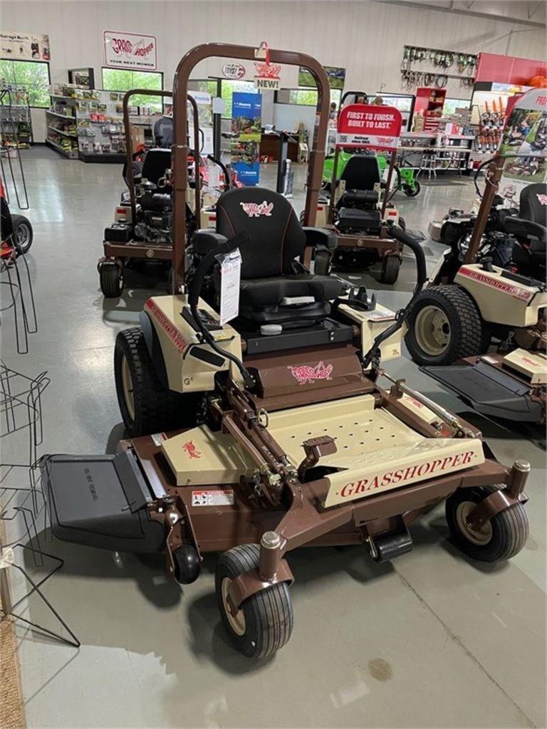 """2021 Grasshopper MidMount™ 300G Series 52"""" 329G4 EFI Image 3"""