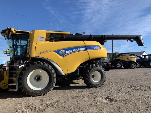 2021 New Holland CR8.90 Combine For Sale
