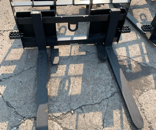 2021 New Holland PALLET FO Attachments For Sale