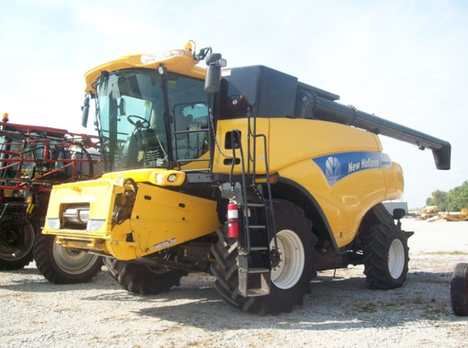 2011 New Holland CR9040 Combine For Sale