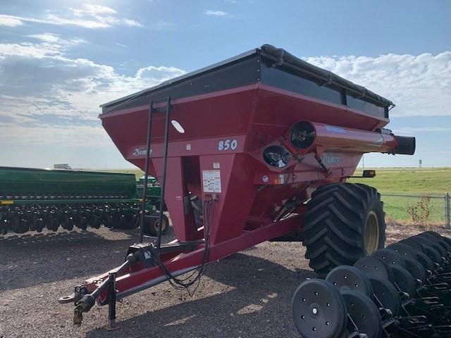 2012 Demco 850 Grain Cart For Sale