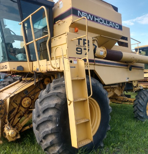 1994 New Holland TR97 Combine For Sale