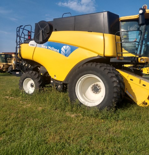 New Holland CR 9060 Combine For Sale