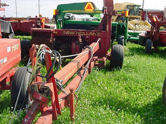 New Holland 890 Forage Harvester-Pull Type For Sale